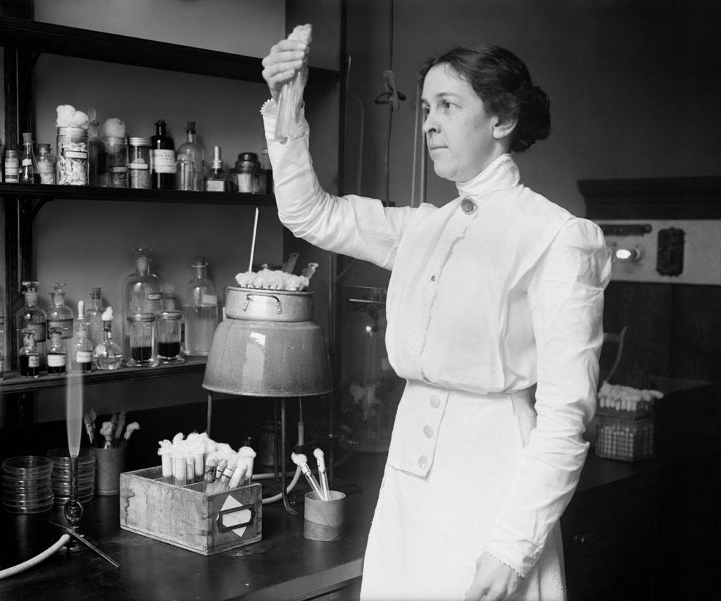 Алиса Эванс - бактериолог выявивший сходство бактерии Брюса и Бэнга