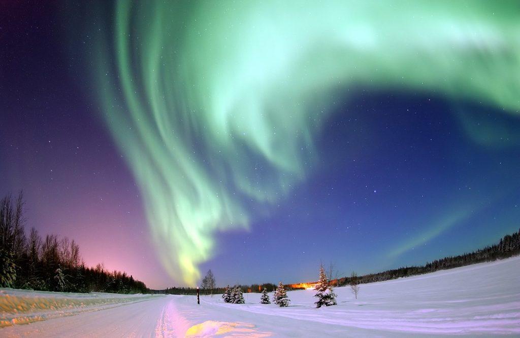 Северное сияние под действием водорода в атмосфере