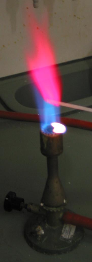 горение литиевой пыли