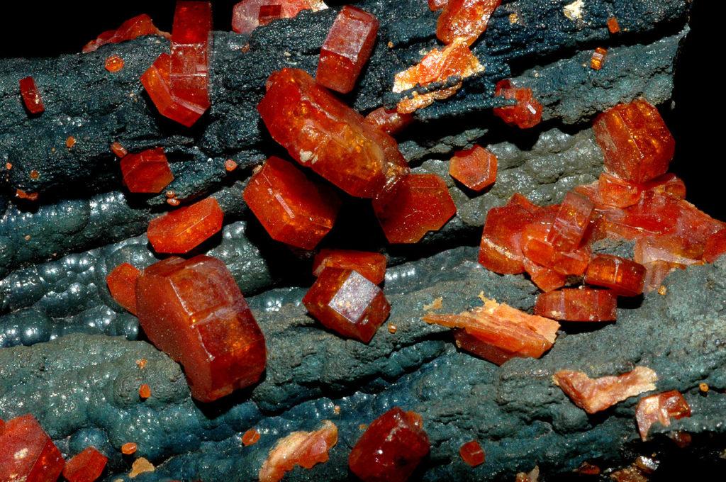 Ванадинит - минерал содержащий ванадий